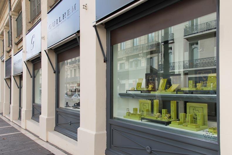 Façade de la bijouterie Guilhem pourtour du théâtre à Béziers